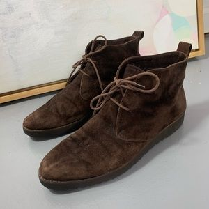 COLE HAAN 8 brown fur lined lace up ankle boots